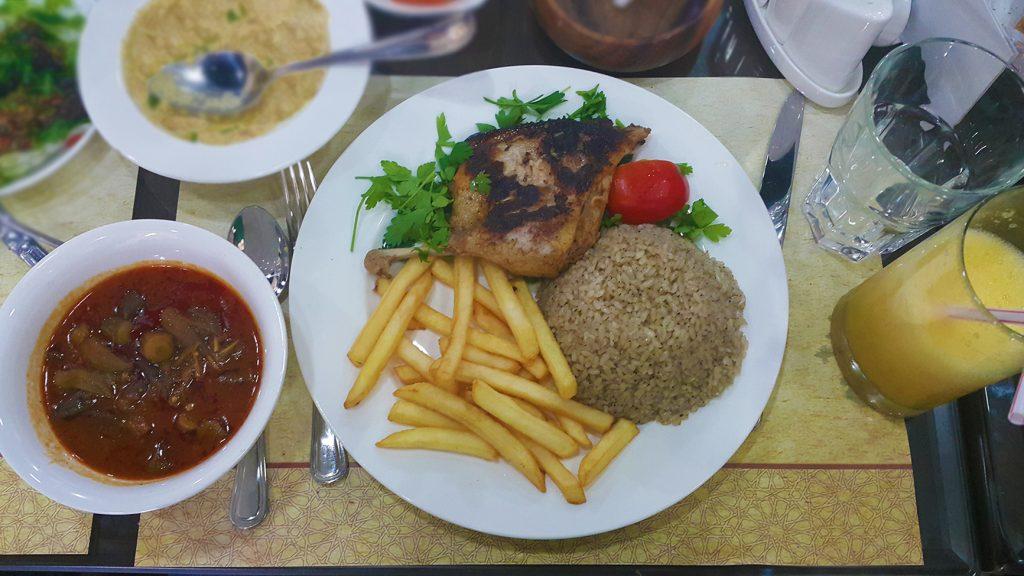 طبق البط مع الأرز والخضار