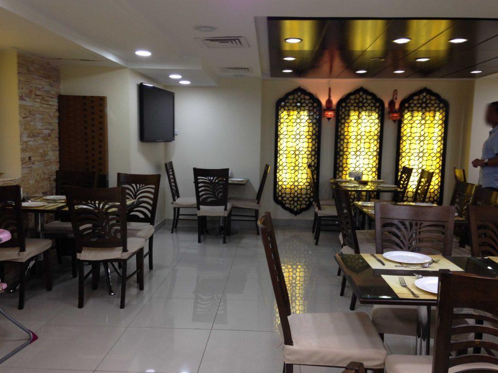 داخل مطعم التكية