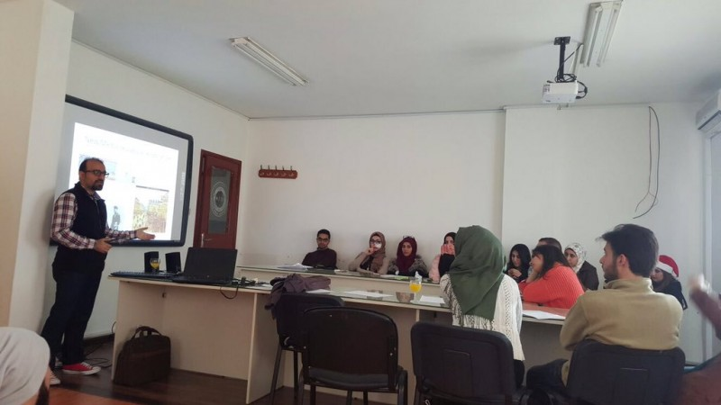 Mahmoud Ghazayel talking during a workshop on art criticism, in the AUL university. ( @aul_activities / Twitter)